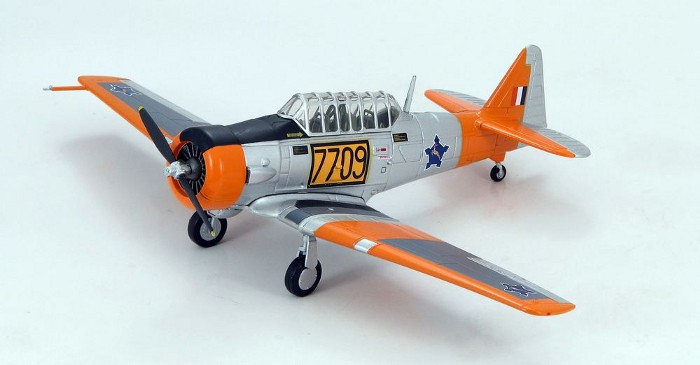 Hobby Master HA1508 T-6 Texan Model SAAF No.40 Sqn, Central Flying School, South Africa Model 3